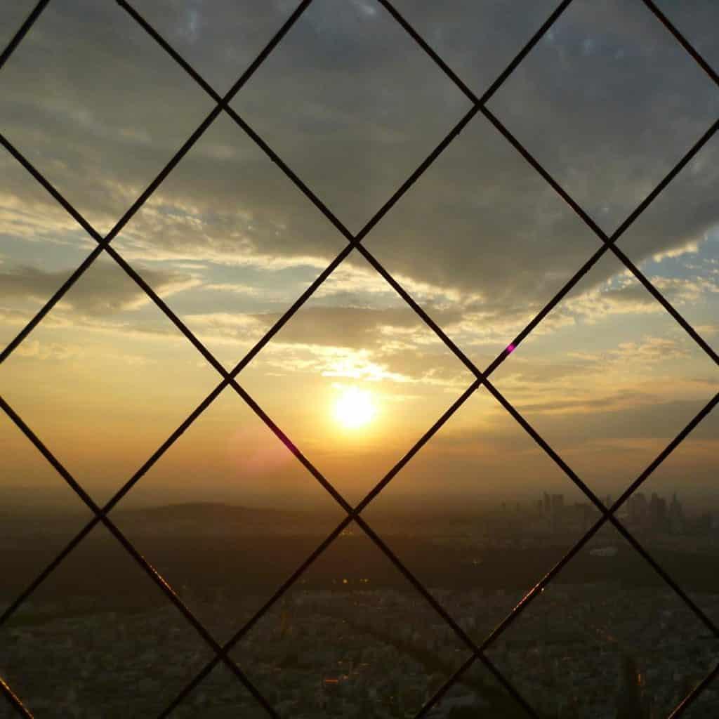 Por do sol na Torre Eiffel