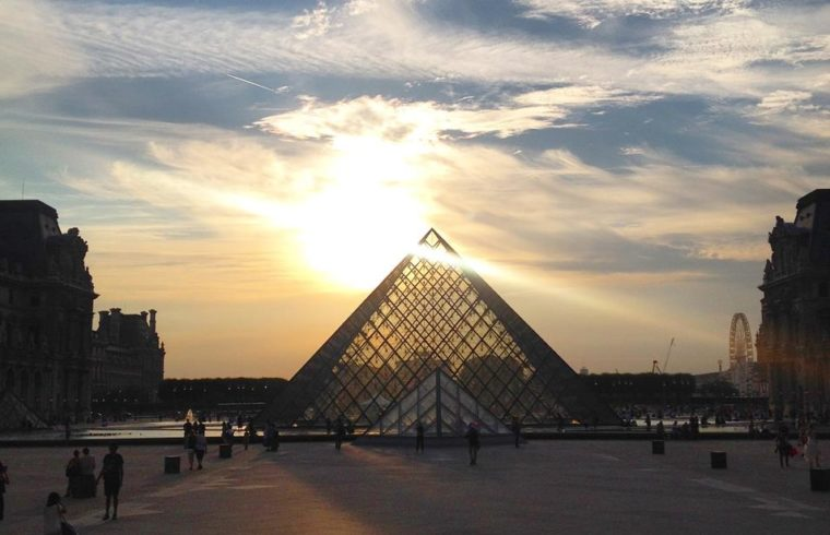 Por do Sol no Museu do Louvre