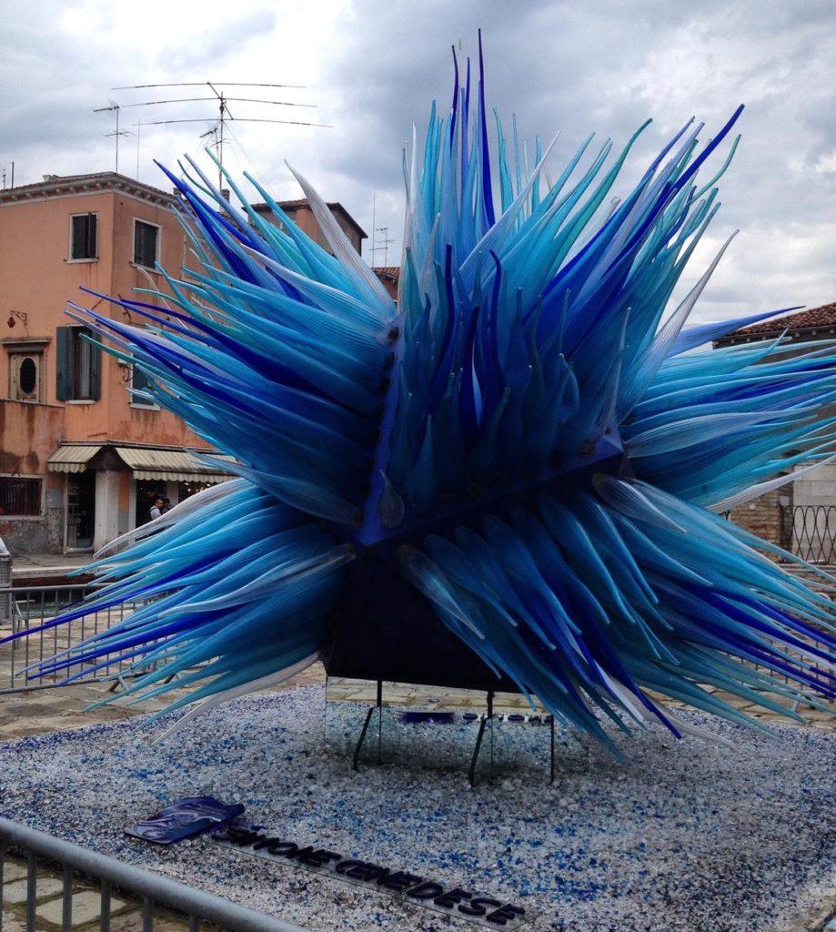 escultura Cometa de Vidro, da artista Simone Cenedese.