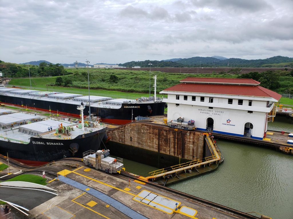escala no panama - canal do panama