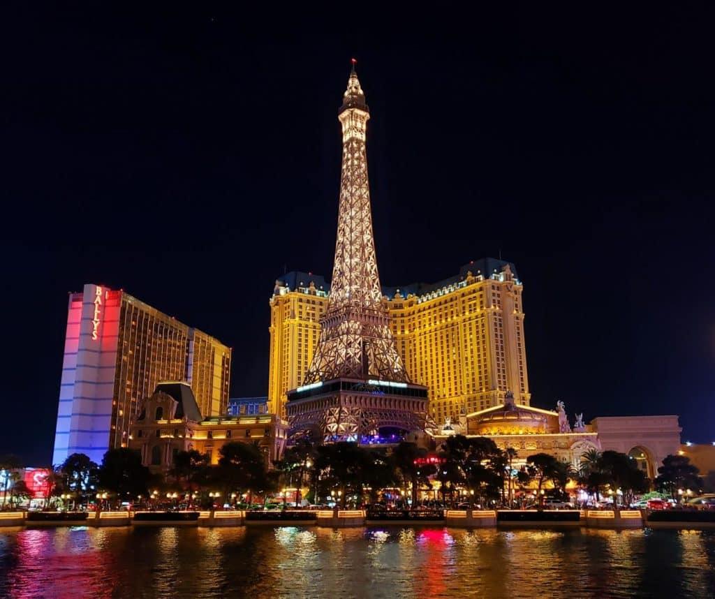 Hotel Paris a noite