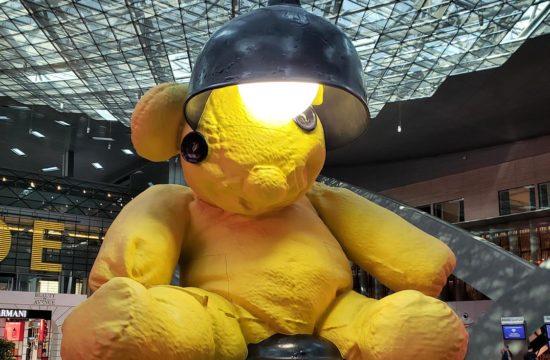Urso no Aeroporto de Doha, no Qatar