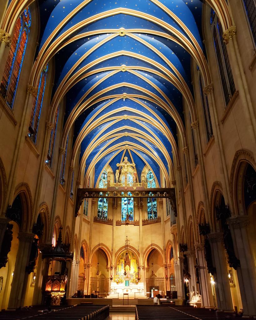St Mary Catedral - Igreja com teto azul em Nova York