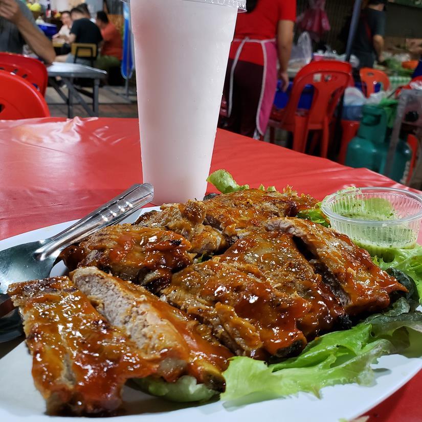 Comida de rua em Chiang Mai - pork ribs