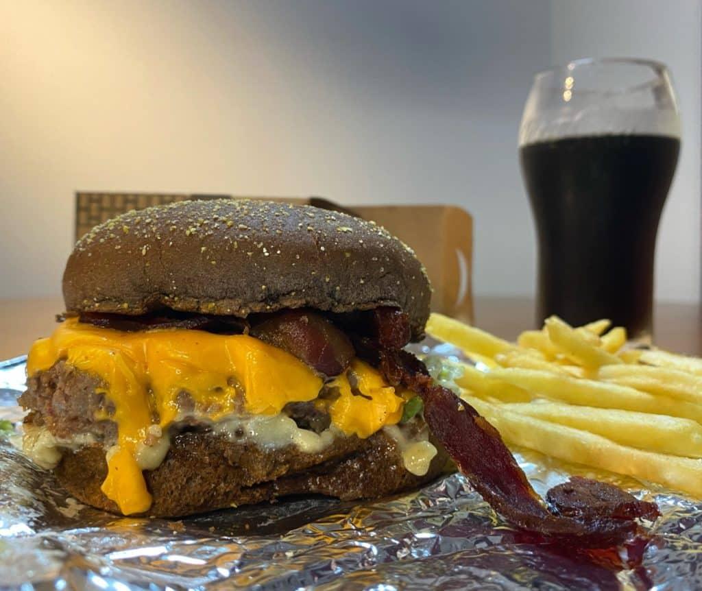 antiga charada burger santo andre, hambrgueria tematica em santo andre