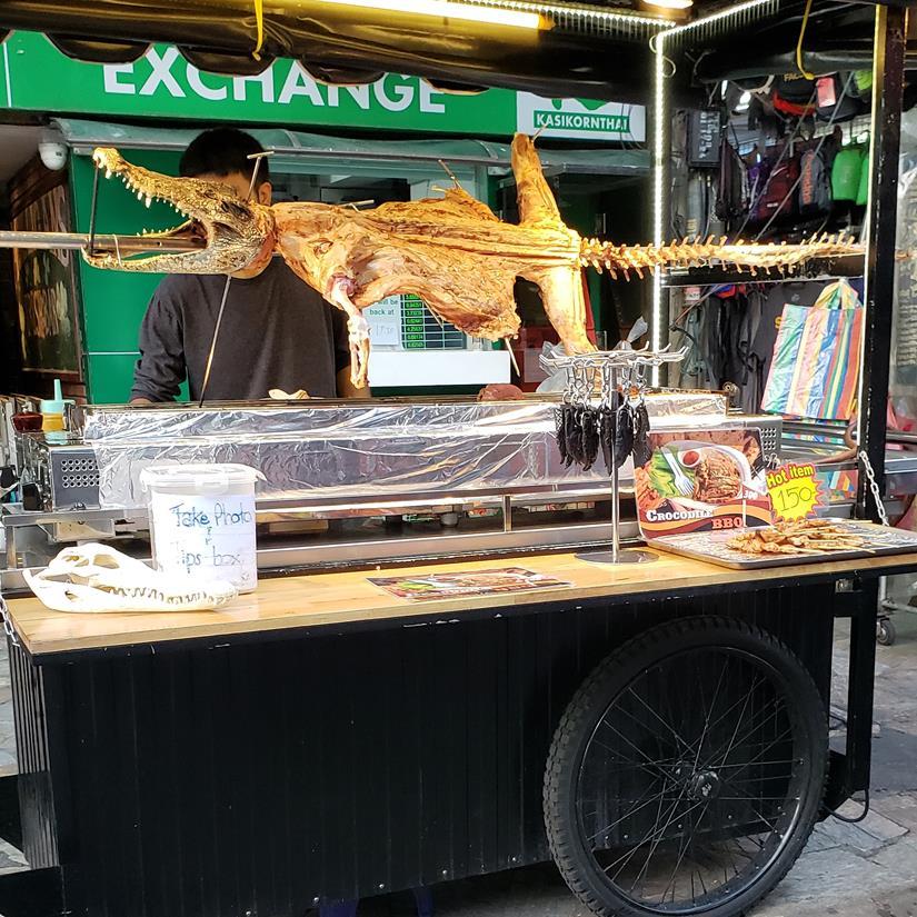 comidas estranhas na Khao San Road
