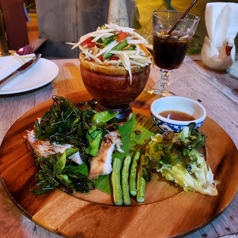 o que comer em Chiang Mai - papaya salad