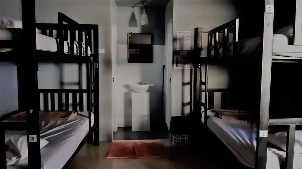 hostel barato em phi phi