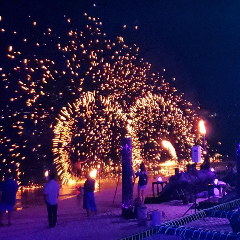malabares com fogos na tailandia