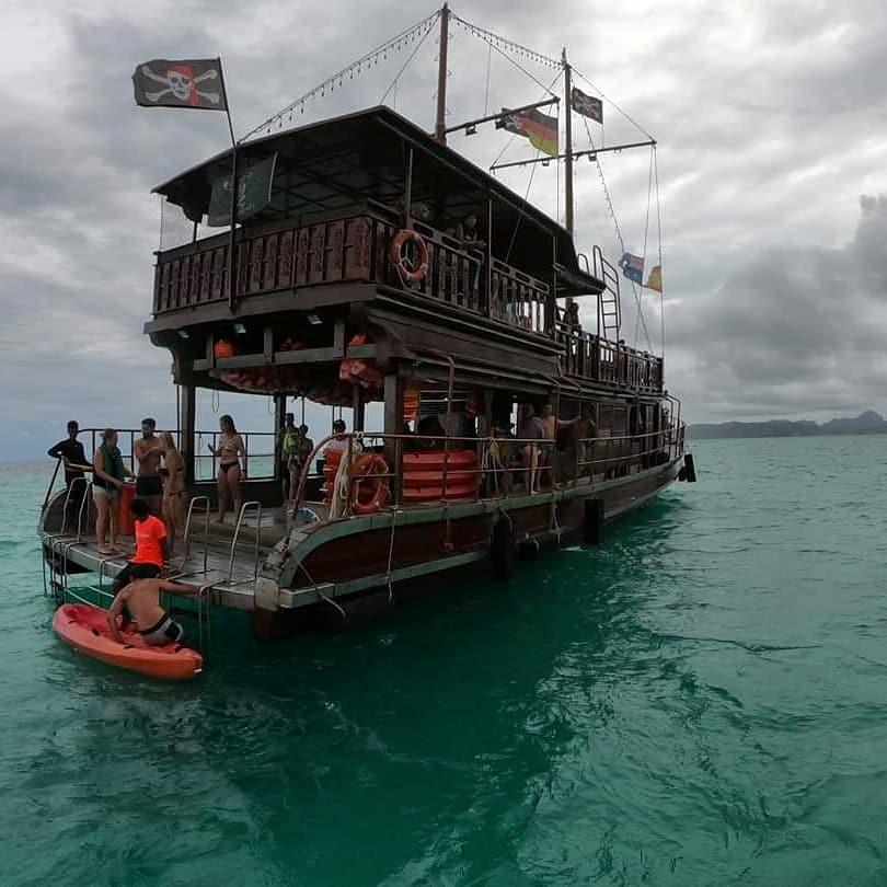 Navio Pirata em Phi Phi