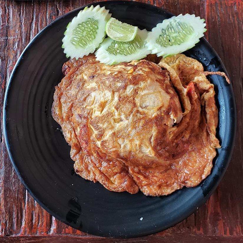 onde comer em phi phi - egg rice