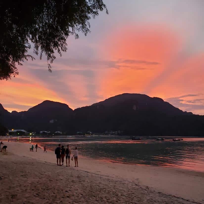 por do sol em Phi Phi