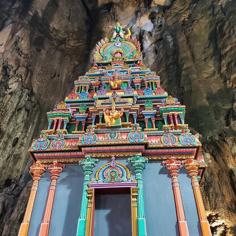 templo no interior da caverna em kuala lumpur