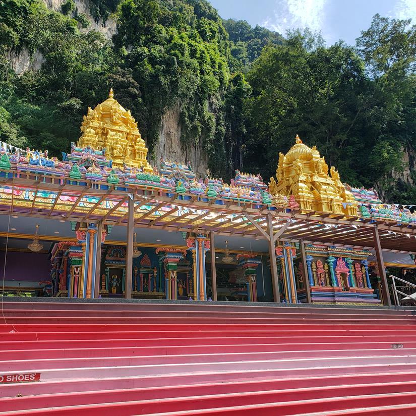 templo colorido em kuala lumpur