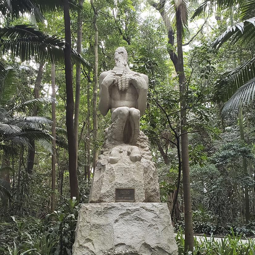 escultura o fauno no parque do trianon em sao paulo