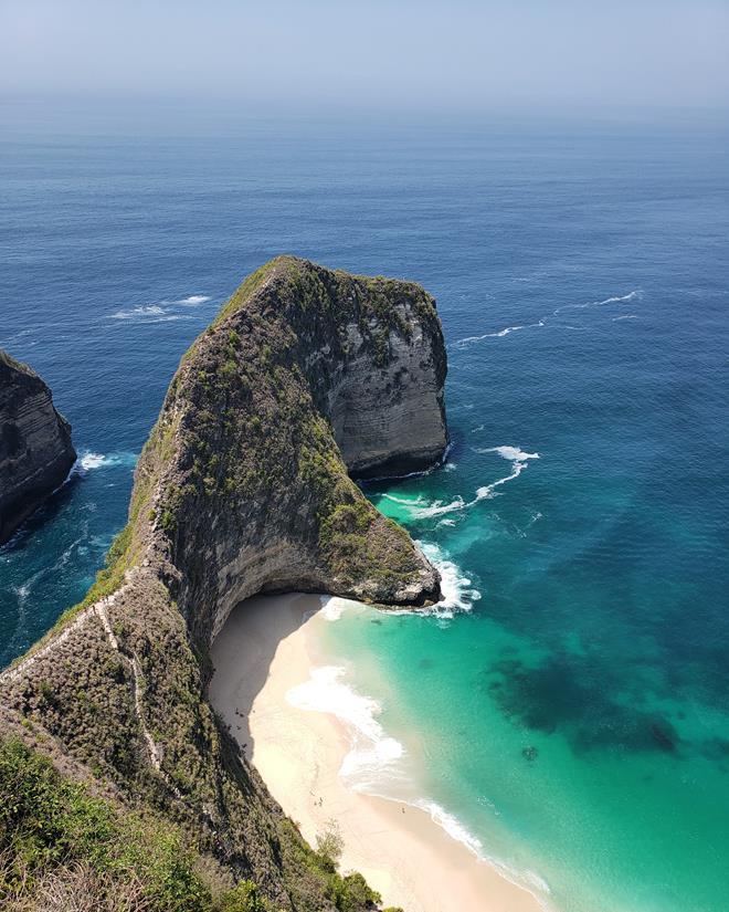 kelingking beach, a praia do dinossauro na indonésia