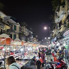 Hanoi a noite, mochilão pela ásia