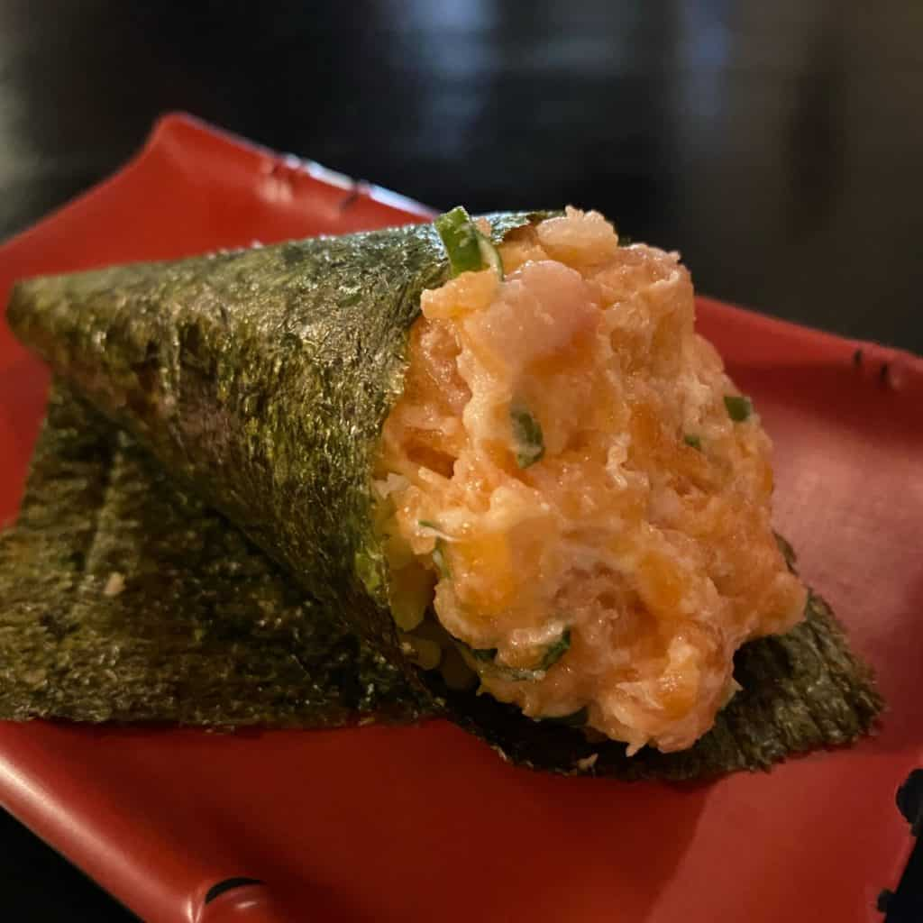 temaki de salmão, (pastel tradicional japonês)